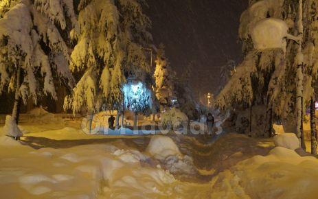 Of'ta tarihi kar yağışı hayatı durdurdu