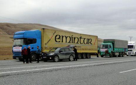 Of'tan yola çıkan yardım TIR'ları Van Erciş'e ulaştı