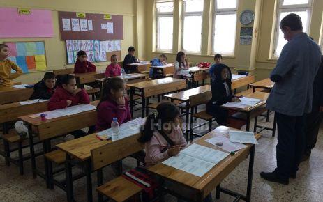 Öğrenciler okuma sınavında terledi