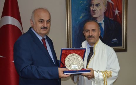 Prof. Aşıkkutlu rektörlük görevini Rektör Baykal'dan devraldı