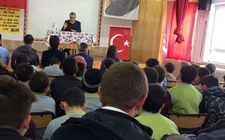 Prof. Köktaş Serince'de İmam Hatip öğrencileriyle buluştu