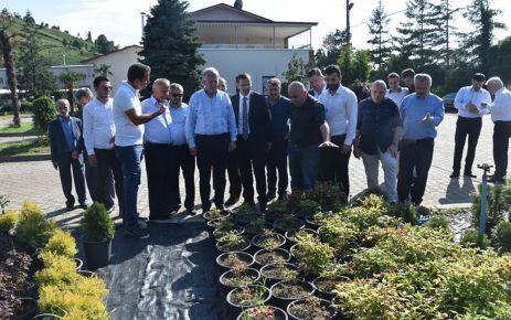 Salih Cora Of'ta esnaf ve vatandaşları ziyaret etti