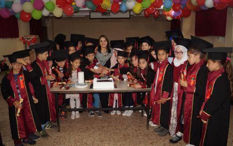 Şehit Ali Bulut İlkokulu 4-B sınıfının mezuniyet coşkusu