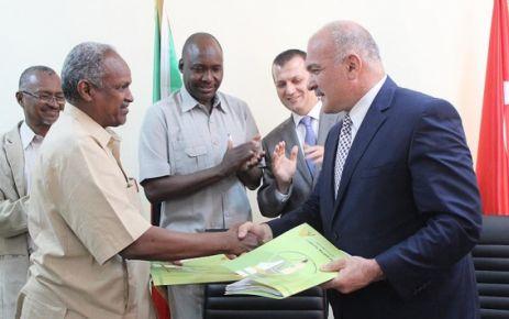 Sudan'daki FETÖ okullarını Oflu Ömer Alçep teslim aldı