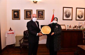 Bakan Selçuk Trabzon valiliğini ve büyükşehiri ziyaret etti