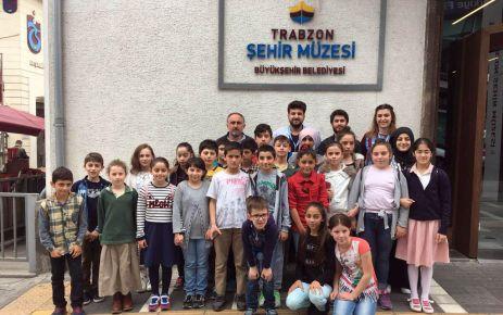 Trabzon'da yaşıyorum tarihimi öğreniyorum