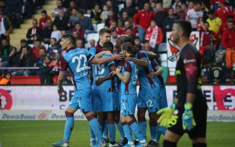 Trabzonspor Antalya'da 3 puanı 3 golle aldı