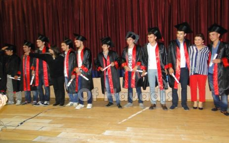 Ulusoy Lisesi'nde tiyatrolu ve şiirli mezuniyet şöleni