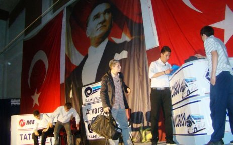 Ulusoylu öğrencilerden ödüllü tiyatro