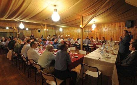 Vali Kızılcık, Dernekpazarı'nda iftar açtı