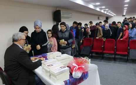 Yazar Kabahasanoğlu'ndan öğrencilere yazarlık söyleşisi