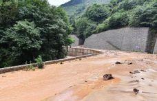 Sağanak yağış Arsin ve Yomra'da heyelan ve taşkınlara yol açtı