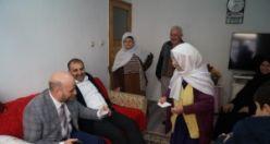 AK Parti Of İlçe Teşkilatından yaşlılara ziyaret