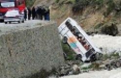 Çaykara'da öğrenci servisi kaza yaptı; 23 yaralı