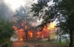 Çaykara Maraşlı'da yangın; 2 ölü