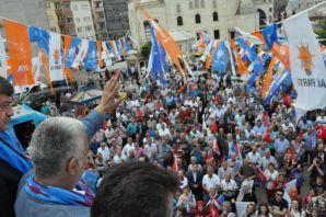 AK Parti Trabzon adayları Of'u turladı
