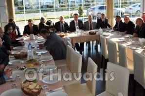 Ak Partili başkan adayları yemekte buluştu