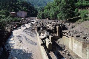 Araklı'daki sel felaketinde ölü sayısı 7'ye yüksel