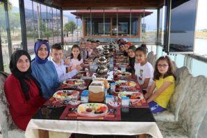 Artvinli öğrenciler Of ve Trabzon'u gezdi