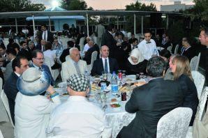 Bakan Bayraktar'dan bakanlık personeli ile iftarda