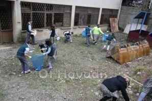 Cumapazarı çevreci öğrencilerle daha temiz