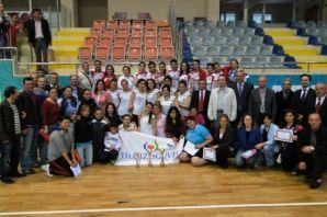 Hemşireler Of'ta Voleybol turnuvasında buluştu