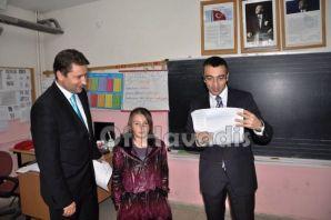 Kaymakam Arslan ve Başkan Saral karne dağıttı