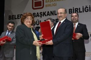 Başkan Gümrükçüoğlu en beğenilen belediye başkanı