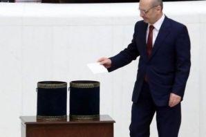 Erdoğan Bayraktar Mecliste de AK'landı
