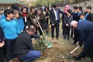 Fatih Sultan Mehmet Ortaokulu Öğrencileri fidan di