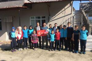 Gürpınarlı öğrenciler Şehit Çakır ve Gazi Öztel'i