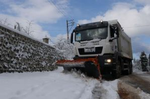 Belediye ekipleri kar seferberliğine devam ediyor
