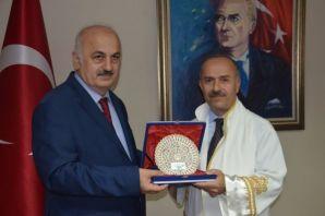 Prof. Aşıkkutlu rektörlük görevini Rektör Baykal'd