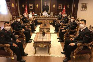 Kaymakam Fırat'tan Jandarma Personellerine başarı belgesi