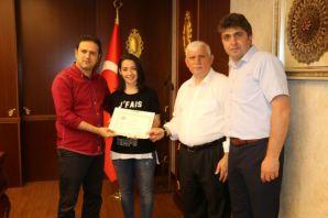 Kaymakam Fırat'tan eğitimcilere Üstün Başarı belge