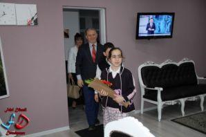 Kaymakam Akgül'den okul bahçesinin asfaltlanması t