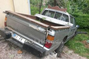 Kiraz ve Saraçlı'da ili araç şarampole yuvarlandı