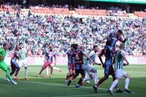 Trabzonspor Konya'da da direkleri geçemedi