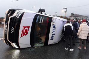 Of'ta yolcu minibüsüyle otomobil çarpıştı: 19 yara
