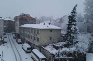 Of'ta kar yağışı devam ediyor