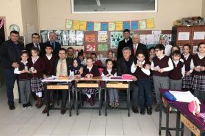 Kaymakam Fırat ve Başkan Sarıalioğlu süt dağıttı