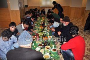 Üniversiteli gençler çiğ köfte partisinde buluştu