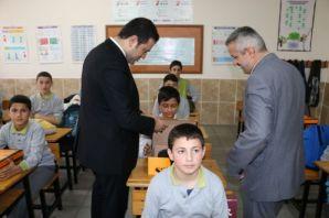 Serince Fahrettin Yavuz İHO öğrencilerine ayakkabı