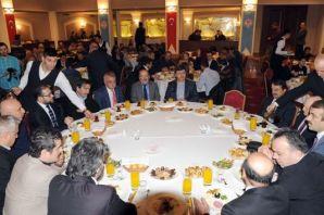 Başkan Gümrükçüoğlu Trabzon basını ile bir araya g