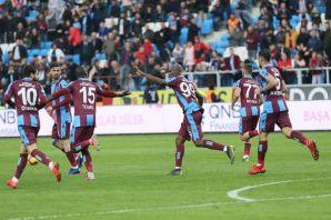 Trabzonspor Akhisar'ı 2-1'le geçti