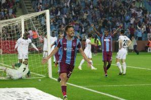 Trabzonspor son derbide Beşiktaş'ı 2-1 yendi