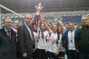 Of ve Solaklı Anadolu Liseleri voleybolda şampiyon