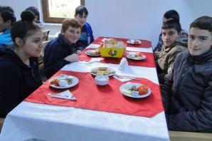 Başkan ve Kaymakam Özel Eğitim öğrencileriyle kahv