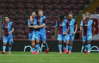 Trabzonspor G.Saray'ı devirdi zirve takibini devam...