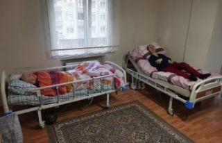 İşadamı Albayrak'tan engelli aileye hasta yatağı